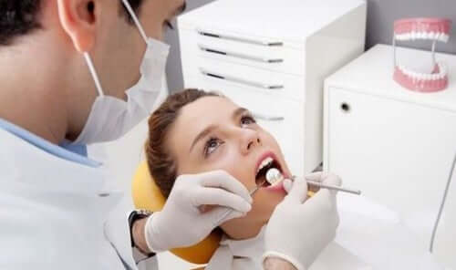 Limpeza profissional no dentista