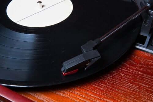 5 ideias originais para decorar com discos de vinil
