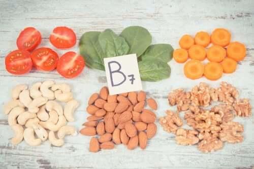Biotina para endurecer as unhas naturalmente