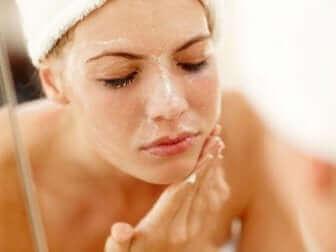 Limpeza da pele com acne