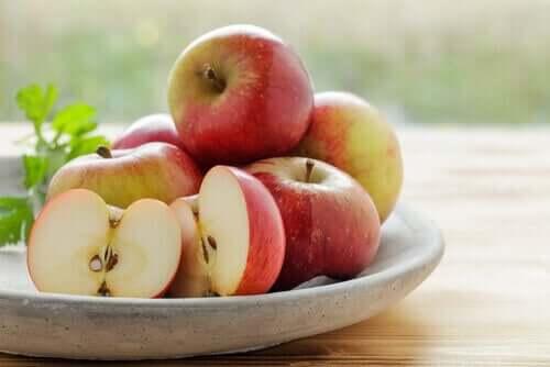 Acalmar a azia naturalmente com maçã