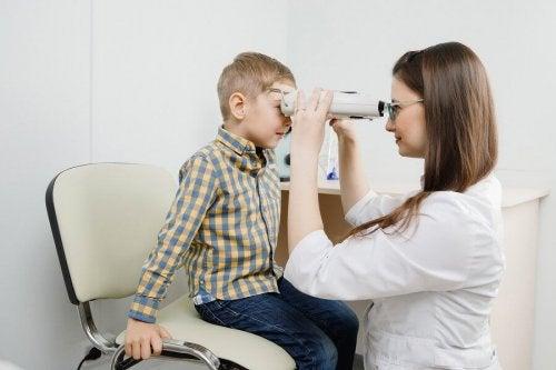 Retinoblastoma: sintomas, causas e tratamento