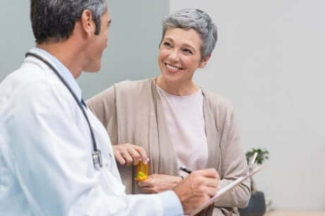 Consulta médica após a menopausa