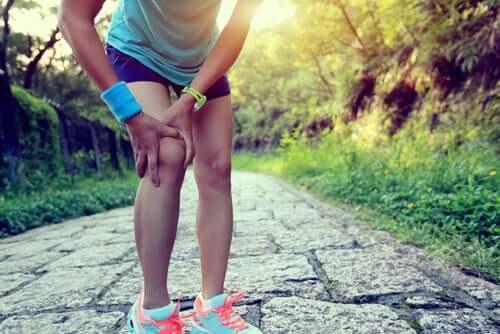 Existem remédios caseiros para o joelho de corredor?