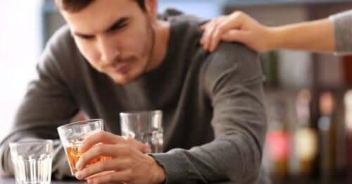 O alcoólatra deve contar com a ajuda de um profissional