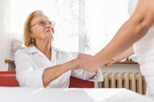 Oferecer apoio a um familiar com Alzheimer