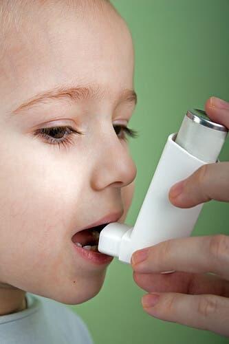 Como o salbutamol exerce seu efeito no organismo?