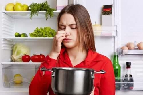 5 truques para eliminar o cheiro de peixe da cozinha