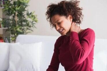 5 tratamentos relaxantes para o torcicolo