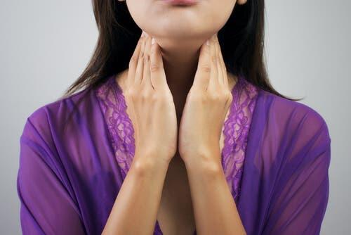 Mulher com problemas de tireoide