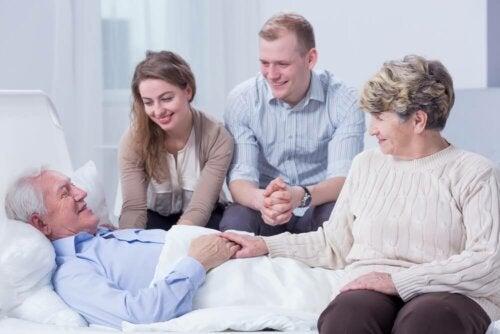 Paciente com Alzheimer com a sua família