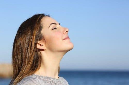 Praticar a respiração controlada