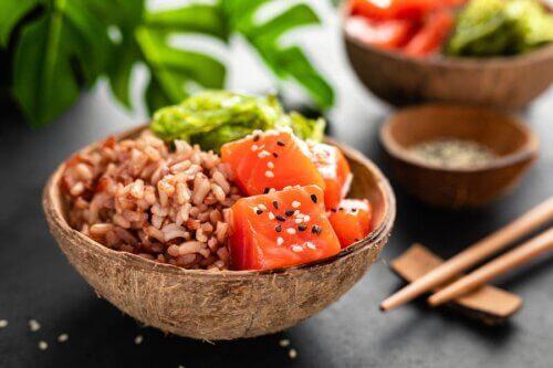 Salada de arroz e salmão