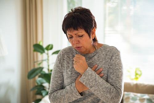 Tosse crônica: sintomas, causas e tratamento