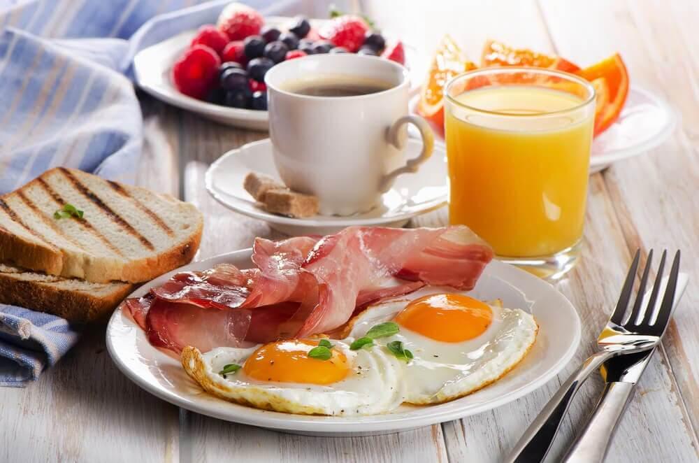 Comer proteínas pela manhã
