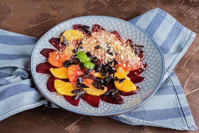 Salada fresca de cítricos, tâmaras e amêndoas