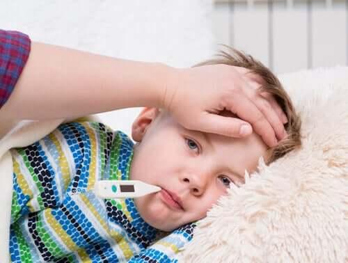 Doença de Kawasaki: sintomas, causas e tratamento