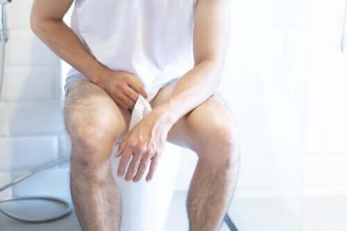 Quais são os sintomas da cistite em homens?