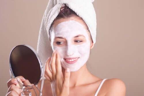 Use máscaras nutritivas na pele