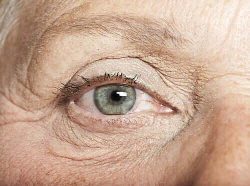 Senhora com olhos claros