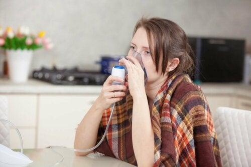 Mulher com problemas respiratórios
