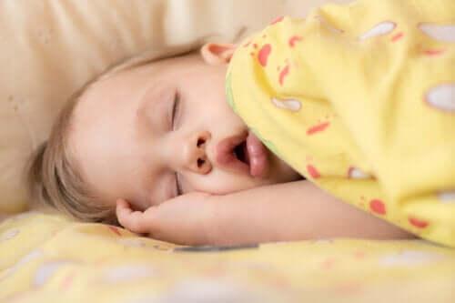 Apneia do sono em bebês: sintomas e tratamento