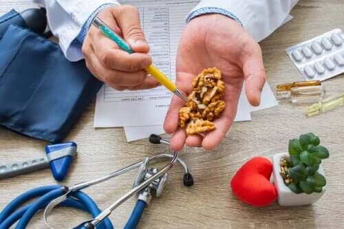 Comer nozes ajuda a reduzir a pressão arterial
