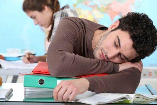 Estudante com narcolepsia