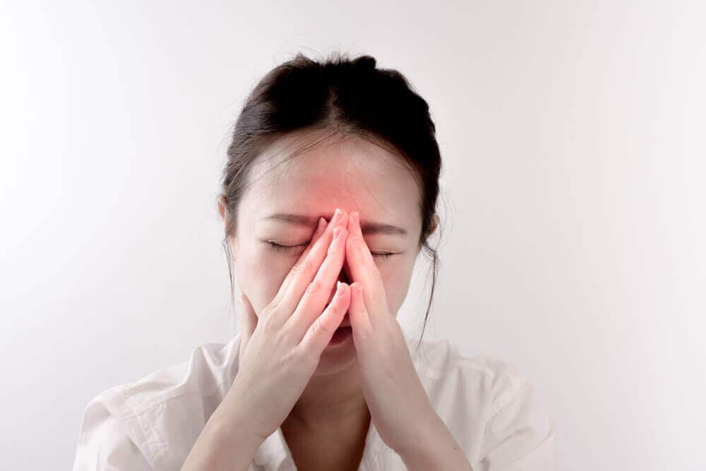 Mulher com sinusite