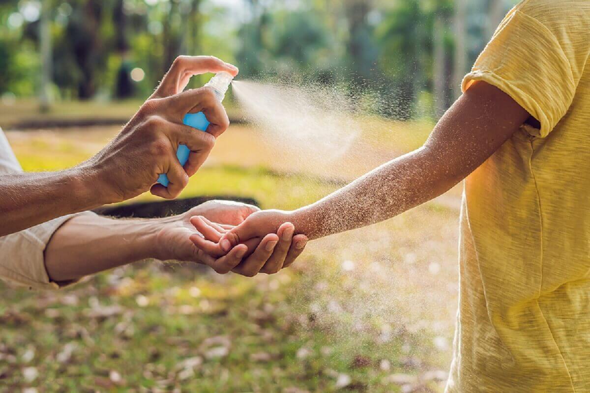 Cuidar da pele de bebês e crianças no verão
