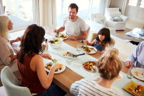 Família jantando