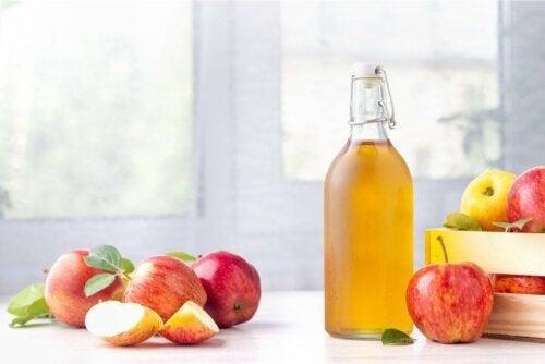Garrafa com vinagre de maçã