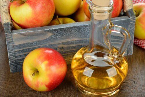 Jarra com vinagre de maçã