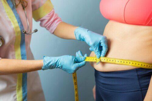 Medir a circunferência abdominal