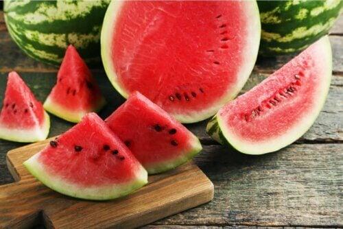Comer melancia no verão