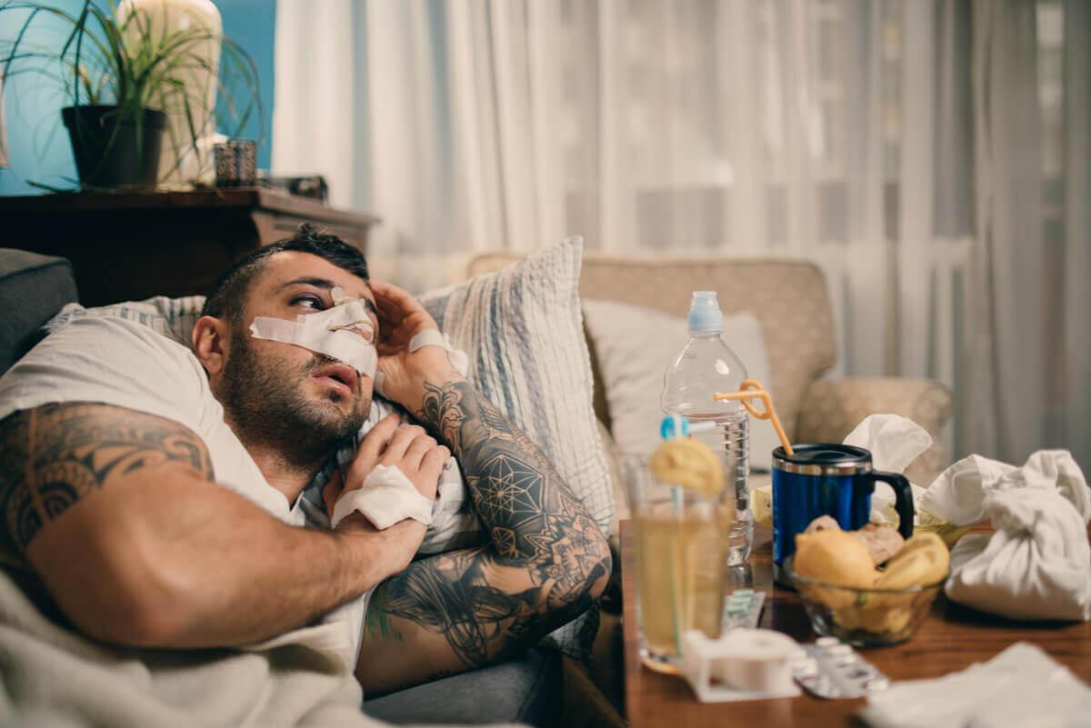 Homem se recuperando de septoplastia