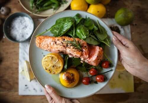 Jantar mais cedo pode ajudar a prevenir a diabetes e perder peso
