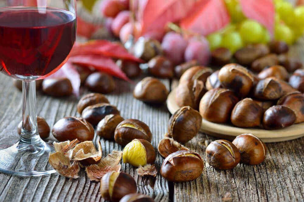Castanhas e taça de vinho