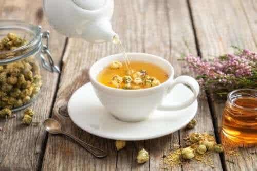 Chá de camomila: propriedades e benefícios