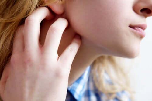 Coceira na pele ou prurido: sintomas, causas e recomendações