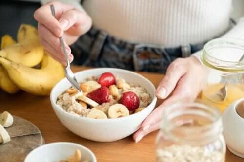 Comer aveia no café da manhã é saudável?