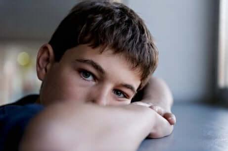 Criança com angústia por cirurgia