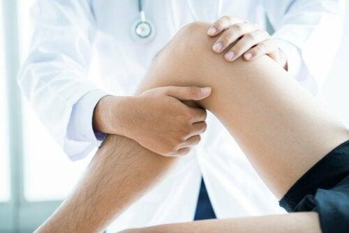 Fisioterapia para tratar edema ósseo