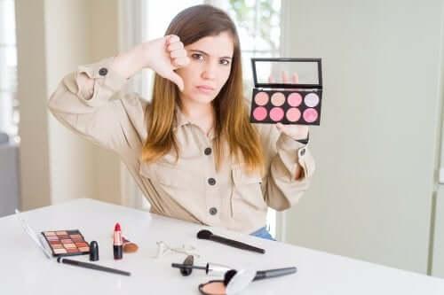 Os cosméticos podem irritar a pele?
