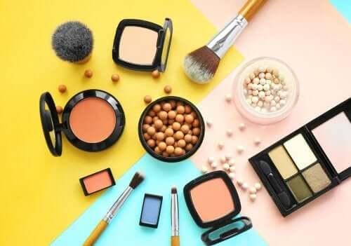 Os cosméticos podem irritar a pele