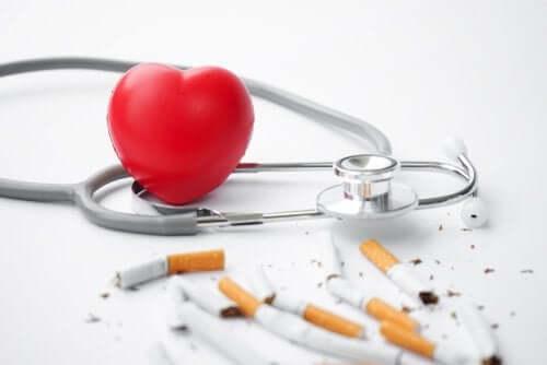 Como o tabaco afeta o coração?