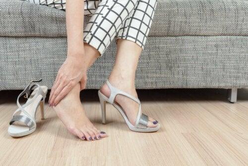 Os sapatos podem causar calos