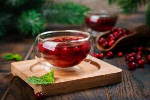 5 benefícios do chá de cranberry