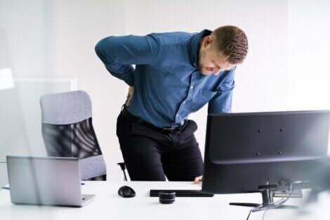 Há posturas e exercícios a evitar com problemas na coluna