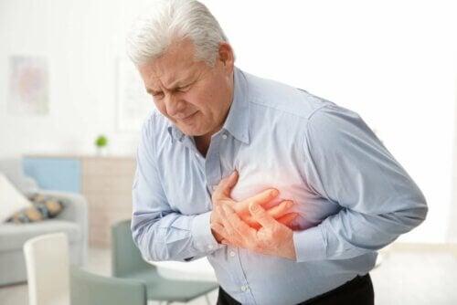 Senhor sofrendo um infarto